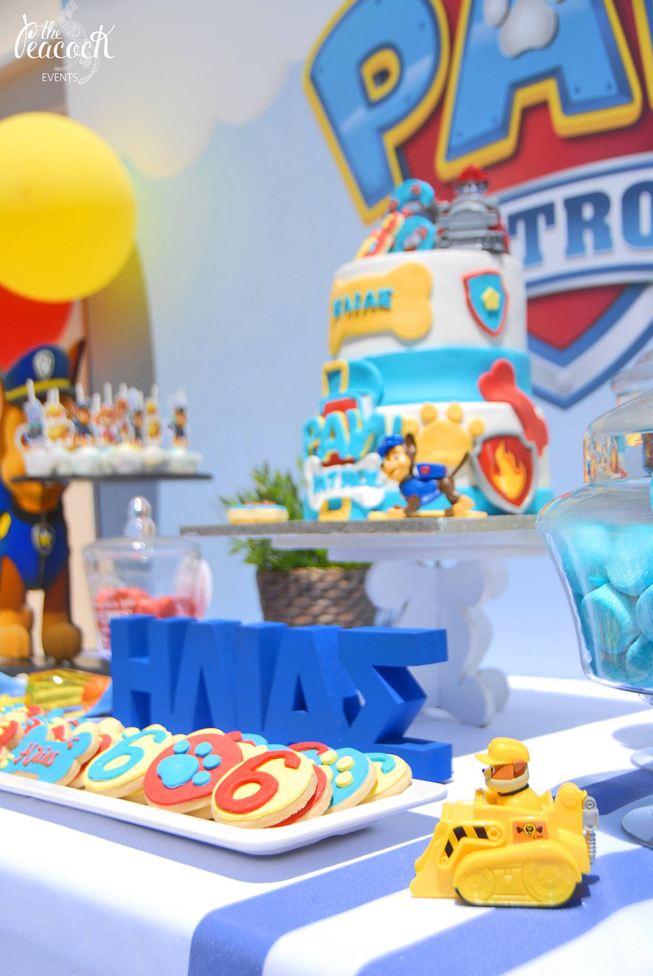 paw patrol birthday party 6 six years old candy bar marshall ryder chase skye zuma rubble rocky sweets cake fondant 3d letters name cookies cake pops marshmallows toys stripes blue white runner balloons yellow red sweet stand wooden custom themed backdrop πο πατρολ καντι μπαρ παρτι παρτυ γενεθλια εξι 6 ετων χρονων αγορι γραμματα μπισκοτα τουρτα με ζαχαροπαστα ριγε πλατη με θεματικη εκτυπωση μπαλονια χρωματα μπλε κοκκινο κιτρινο ασπρο τραπεζι με γλυκα κερασματα καπκεικς κεικ ποπς διοργανωση στησιμο εκδηλωση
