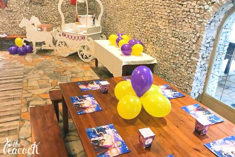 rapunzel party birthday prince princess balloons carriage with horses patitiri zahaios placemats themed printing pop corn boxes wooden table favors gifts candy bar dessert stand cart ραπουνζελ παρτι παρτυ πριγκηπας πριγκηπισσα μπαλονια μοβ κιτρινο σουπλα θεματικη εκτυπωση κουτακι ποπ κορν καντι μπαρ γλυκα δωρακια αμαξα με αλογα παραμυθι πατητηρι Ζαχαιος παιανια γενεθλια παιδικο 6 χρονων εξι years six