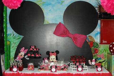 minnie mouse birthday party 2 years old girl candy bar sweets mickey ears bow polka dot decoration happy fouschia hot pink bright black tule skirt cake fondant printed tags draggees Hatzigiannakis cupcakes cake pops marshmallows cool aid tropical punch παρτι μινι μικυ κεφαλι αυτια φιογκος πουα φουξια μαυρο τουλινη φουστα τραπεζι με γλυκα τουρτα με ζαχαροπαστα θεματικα καρτελακια Χατζηγιαννακης κουφετα βοτσαλα χυμος μπουκαλακια γυαλινα ατομικα καλαμακια χαρτινα πομ πομ χαρτινα