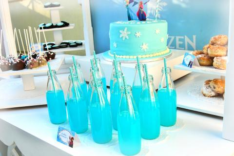 elsa anna olaf frozen drink kool aid rasberry blue lemonade glass bottles candy bar sweets cake birthday party
