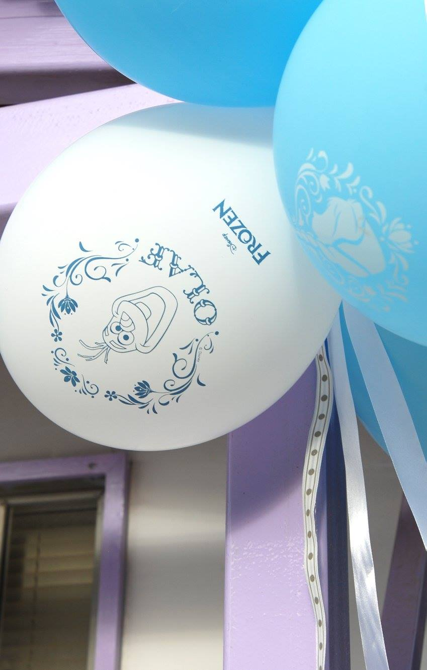 Frozen Elsa Anna party decoration balloons latex olaf white blue silver ribbon